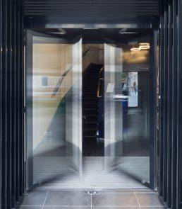 Porte battante automatique